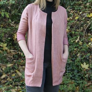 Frau Ava als Oversize Jacket